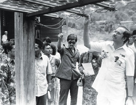 Najib inspecting equipment used to channel solar energy at a house in Kampung Merting near Jerantut in 1985