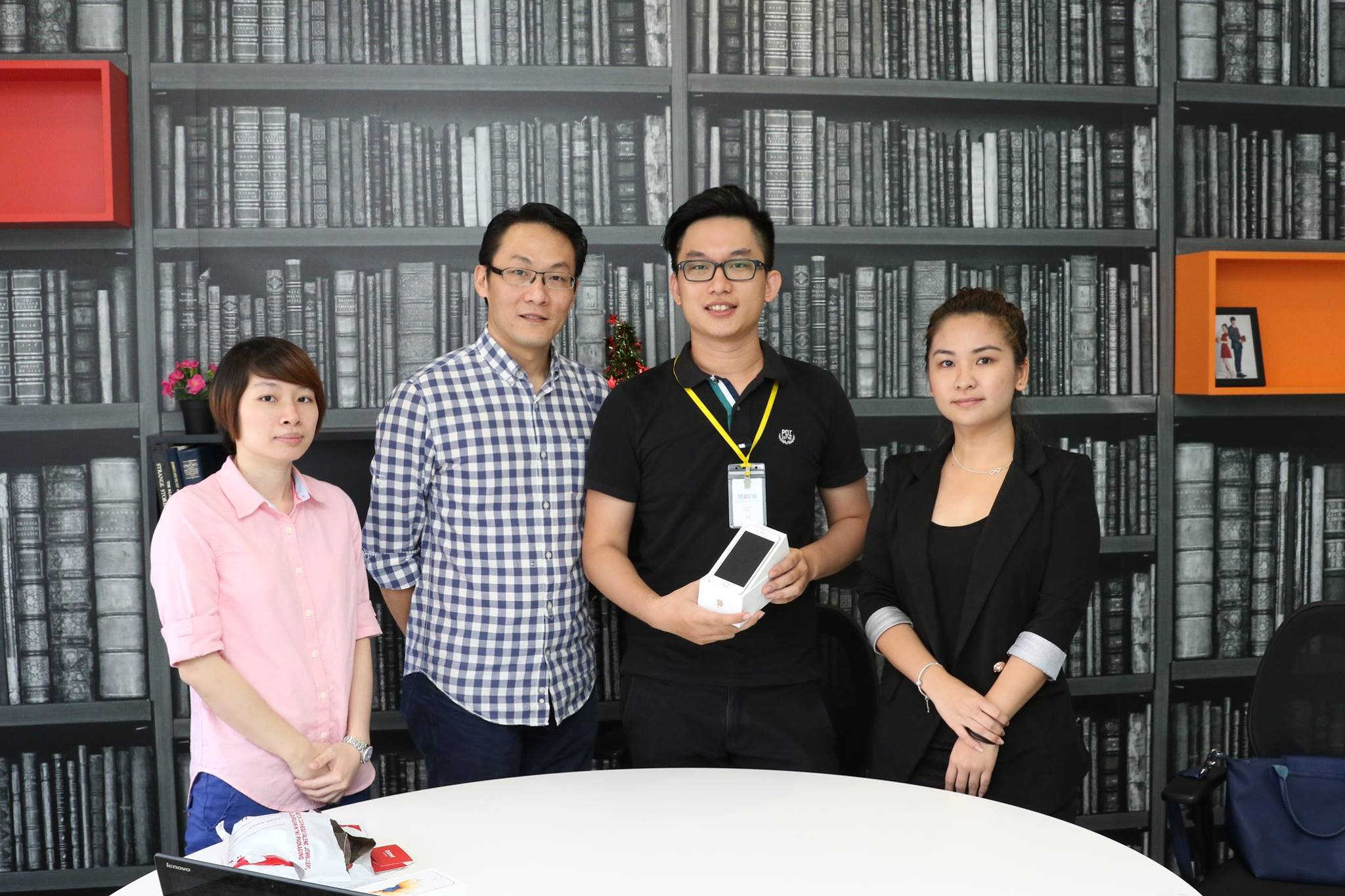 11street team with Alans (second from right) and his brand new phone.