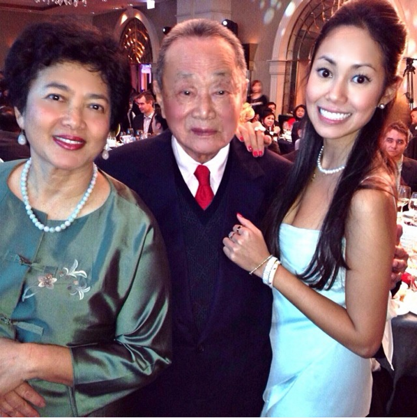 Yen (right), with her parents Robert Kuok (middle) and Ho Poh Lin (left).