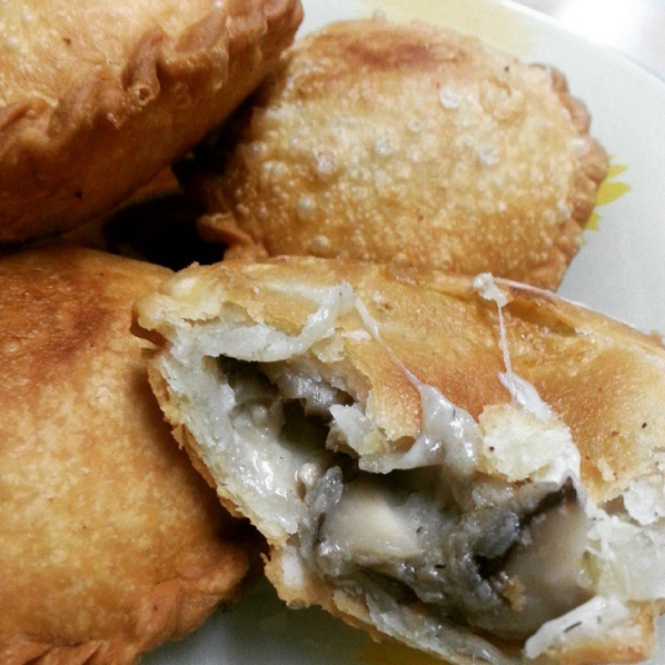 Cheese and mushroom curry puffs from @yatiecooking4