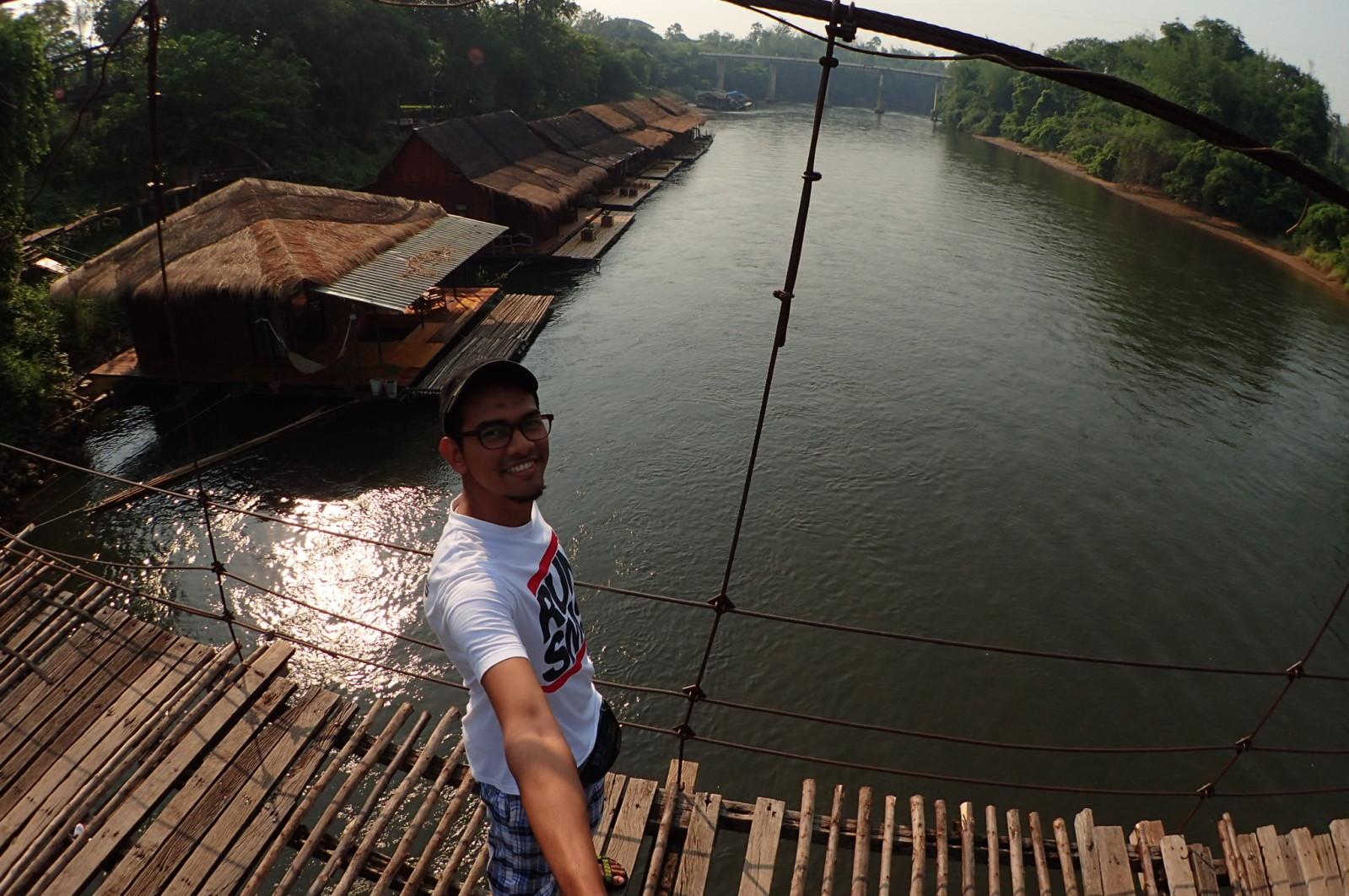 Seronok betul dapat duduk di resort terapung atas River Kwai ni.