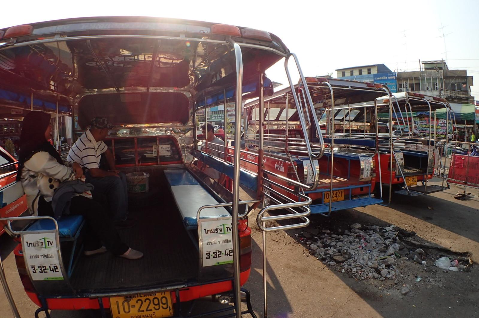 Ada banyak jeepney kat sini. Turun je dari van terus kena serbu.