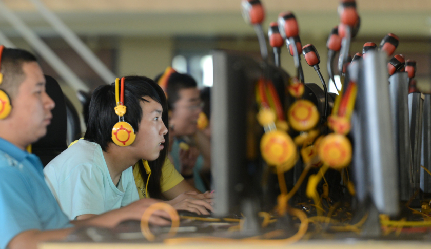 If you sit with your face so close to the computer screen like this guy, you're eyes confirm *rosak* one.