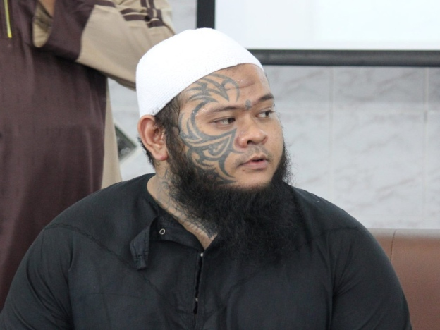 Muhd Fadhil, 'Abang Long Fadhil'
