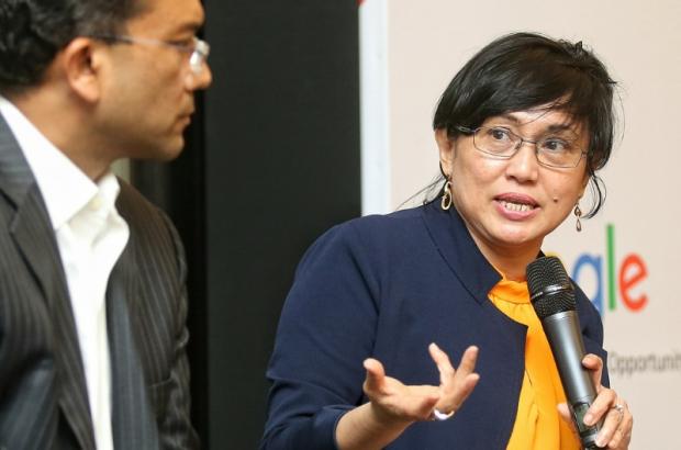 Datuk Yasmin Mahmood (Right) speaking at a forum organised by Google Malaysia last weekend.