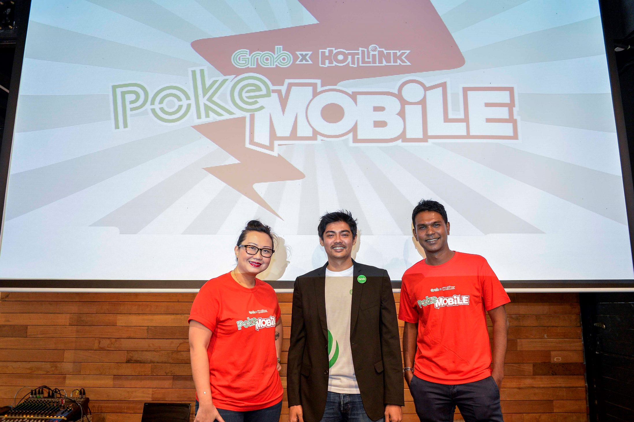 (L-R) Maybel Chan, Maxis' Head of Content & Engagement, Jaygan Fu, Grab Malaysia's Country Manager and Navin Manian, Maxis' Head of Prepaid, at the official launch of the Grab-Hotlink PokeMobile on 2 August.
