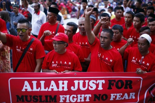 Muslim demonstrators chant slogans outside the Court of Appeal in Putrajaya on 5 March 2014.