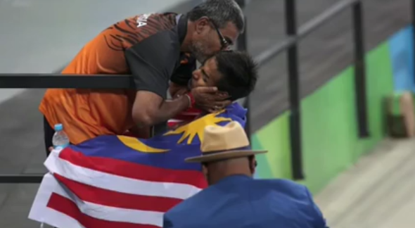Coach R. Jeganathan gave Ridzuan a kiss after his win