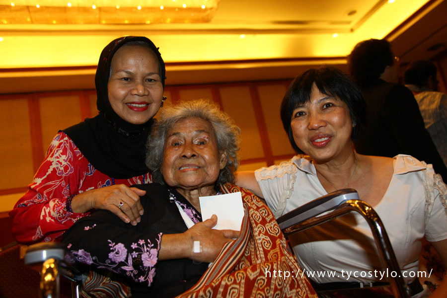 Dato' Sri Tra Zehnder (seated in the middle) with authors of her biography, 'Tra Zehnder: Tokoh Wanita Iban Sarawak', Prof Rokiah Talib  & Prof Hew Cheng Sim on 12 July 2011.