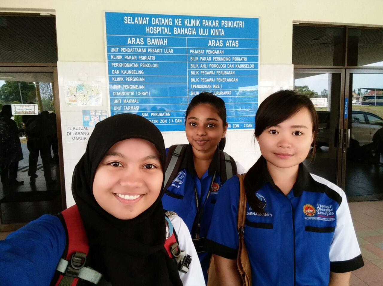 Shalni (middle) with her friends at Hospital Bahagia.
