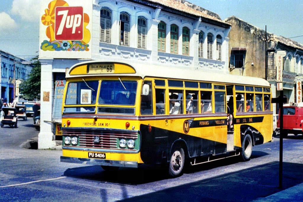 This Bedford VAM70, a common model in the Penang Yellow Bus Company, was photographed by Peter Vasey 1976.