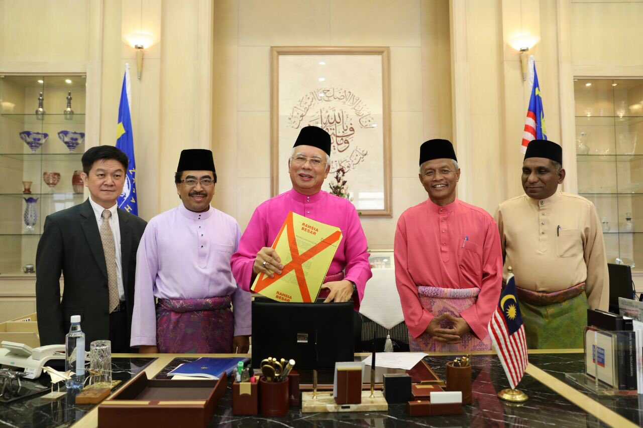 Prime Minister Datuk Seri Najib Razak all geared up to present Budget 2017 at the parliament today, 21 October.