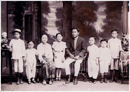 A Straits Chinese family.