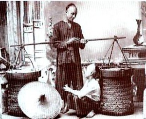 Early Chinese hawkers in Malaya in the 19th century. Most Chinese traders and merchants are of Hokkien descent.