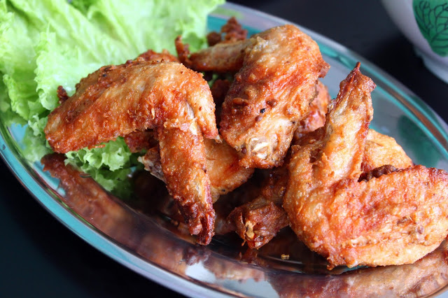 Crispy, marinated Thai style chicken wings.