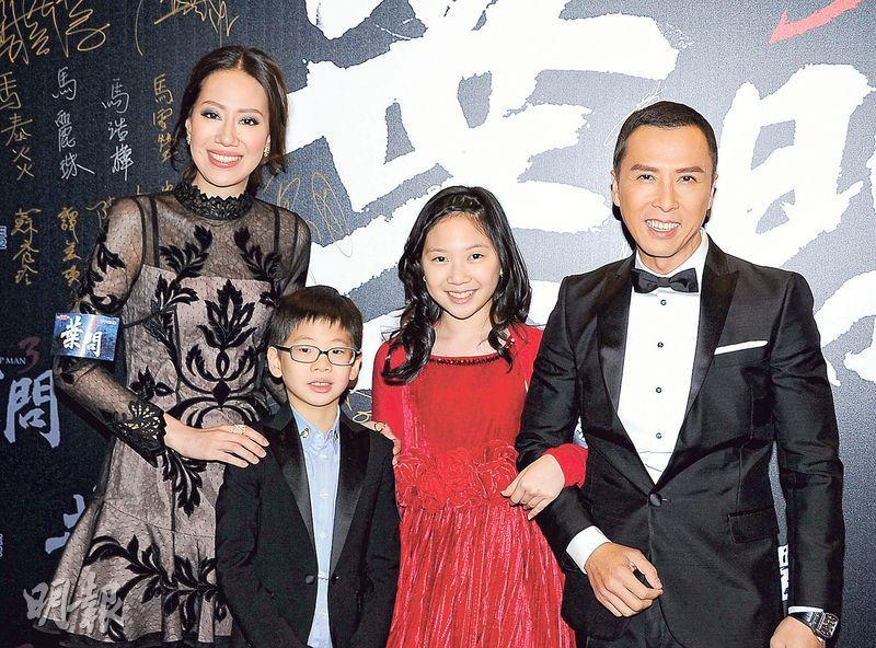 Yen (far right) with his wife Cissy Wang (far left) and their children.
