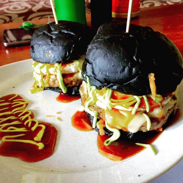 Image from Instagram @danne_burger