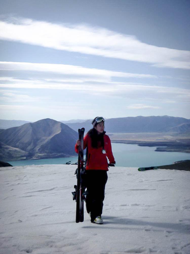 Mencuba aktiviti ski buat pertama kali di Ohau.