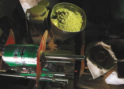 Used herbs are recycled by grinding them into powder.