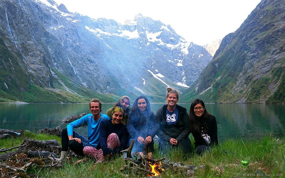 Camping bersama kenalan baru di Lake Marian.