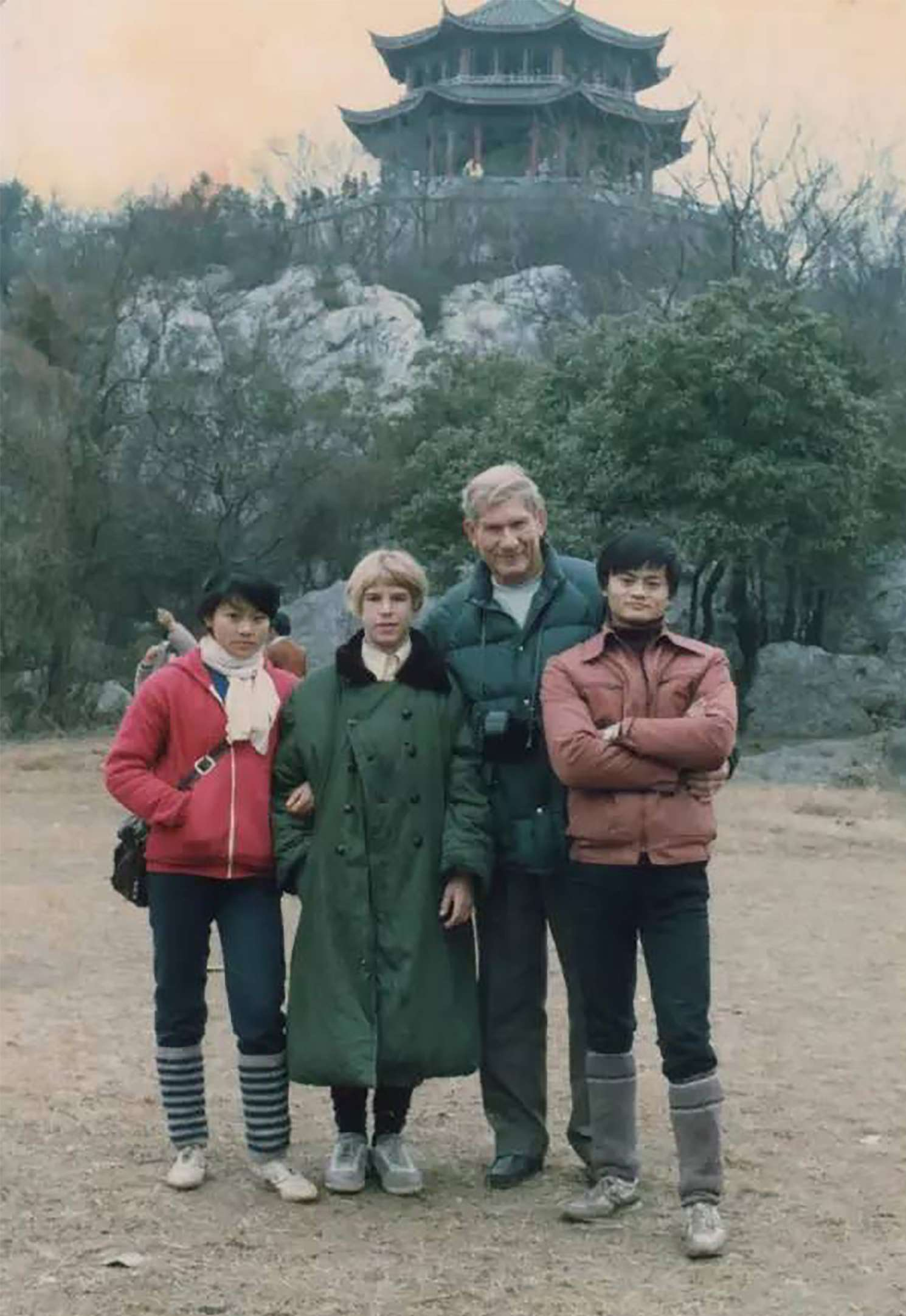 Jack ma with Ken Morley and his family.