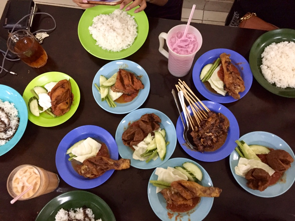 Seismik writer Anis only paid less than RM20 for all of this food!