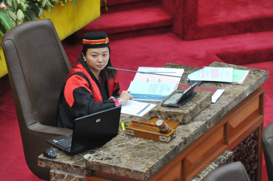 YB Hannah Yeoh as Speaker in State Assembly