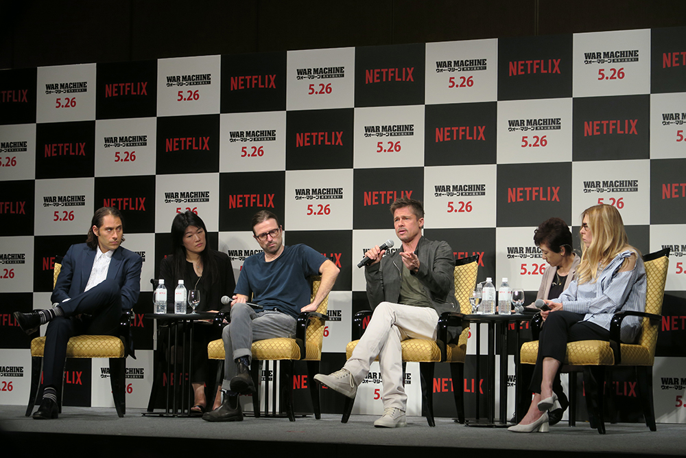 From left: Jeremy Kleiner, David Michôd, Brad Pitt, and Dede Gardner at the Japan press conference for the Netflix original film 'War Machine'.