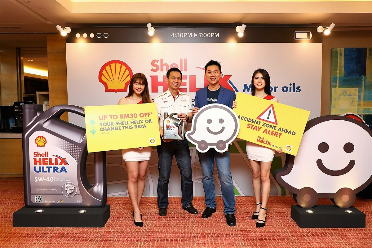 Shell Lubricants' Alex Lim (second from left) and Waze's Edward Ling (second from right).