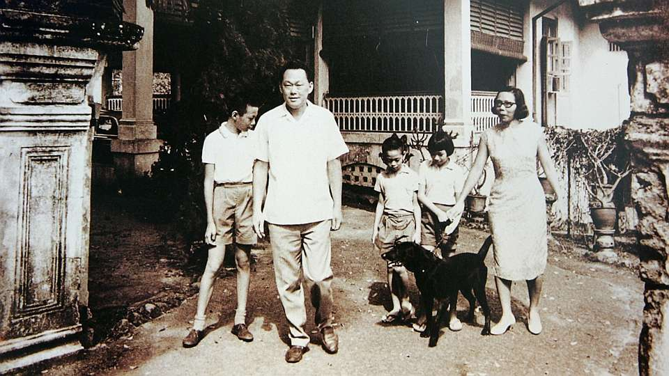 Singapore's first Prime Minister Lee Kuan Yew with his wife, Kwa Geok Choo and three children, Lee Hsien Loong, Lee Wei Ling, and the youngest, Lee Hsien Yang at 38 Oxley Road.