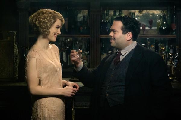 Alison Sudol as Queenie Goldstein (left) and Dan Fogler as Jacob Kowalski (right).