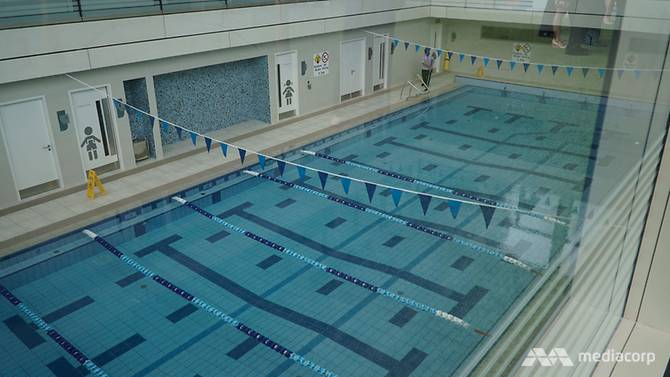 The 20m swimming pool has short horizontal lanes for beginners, and longer ones for more confident swimmers.