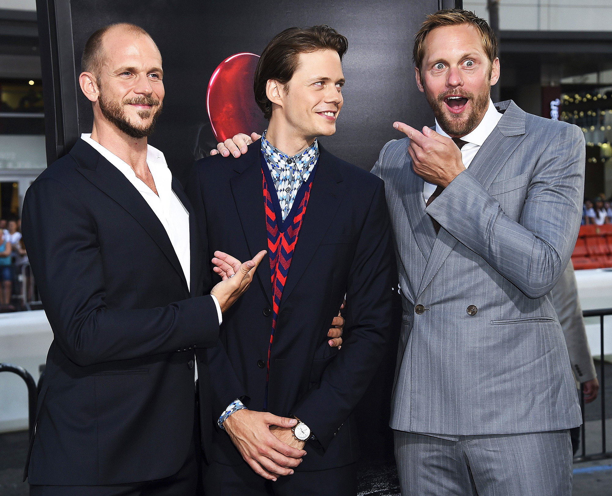Bill (middle) with his brothers Gustaf (left) and Alexander (right) at the IT premiere in 2017.
