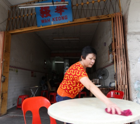 Teoh Keng Wah's wife, Chin Kim Ching, also helped out at the Wah Keong coffee shop when it was still around.