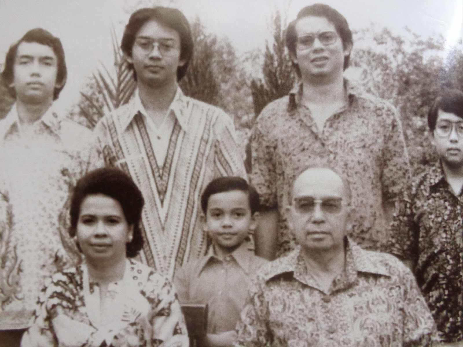 Najib Razak (standing, second from right) with his parents at siblings.