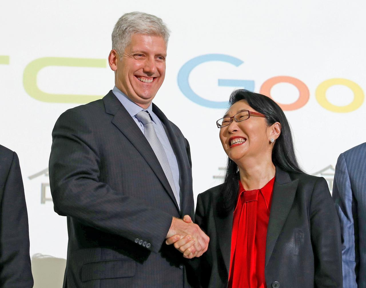 Google hardware executive Rick Osterloh (L) shakes hand with HTC CEO Cher Wang during a news conference to announce Google to acquire HTC's Pixel smartphone division, in Taipei, Taiwan 21 September 2017.