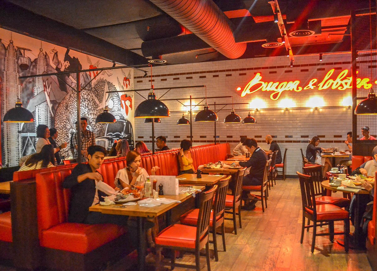 Burger and Lobster, one of the more popular restaurants in Sky Avenue.