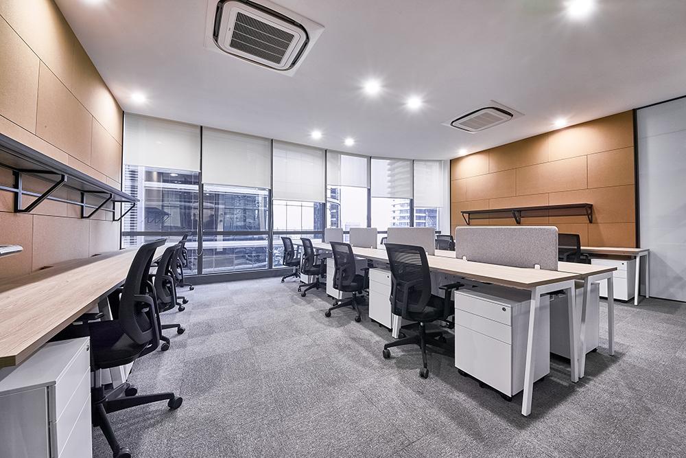 8-pax office.