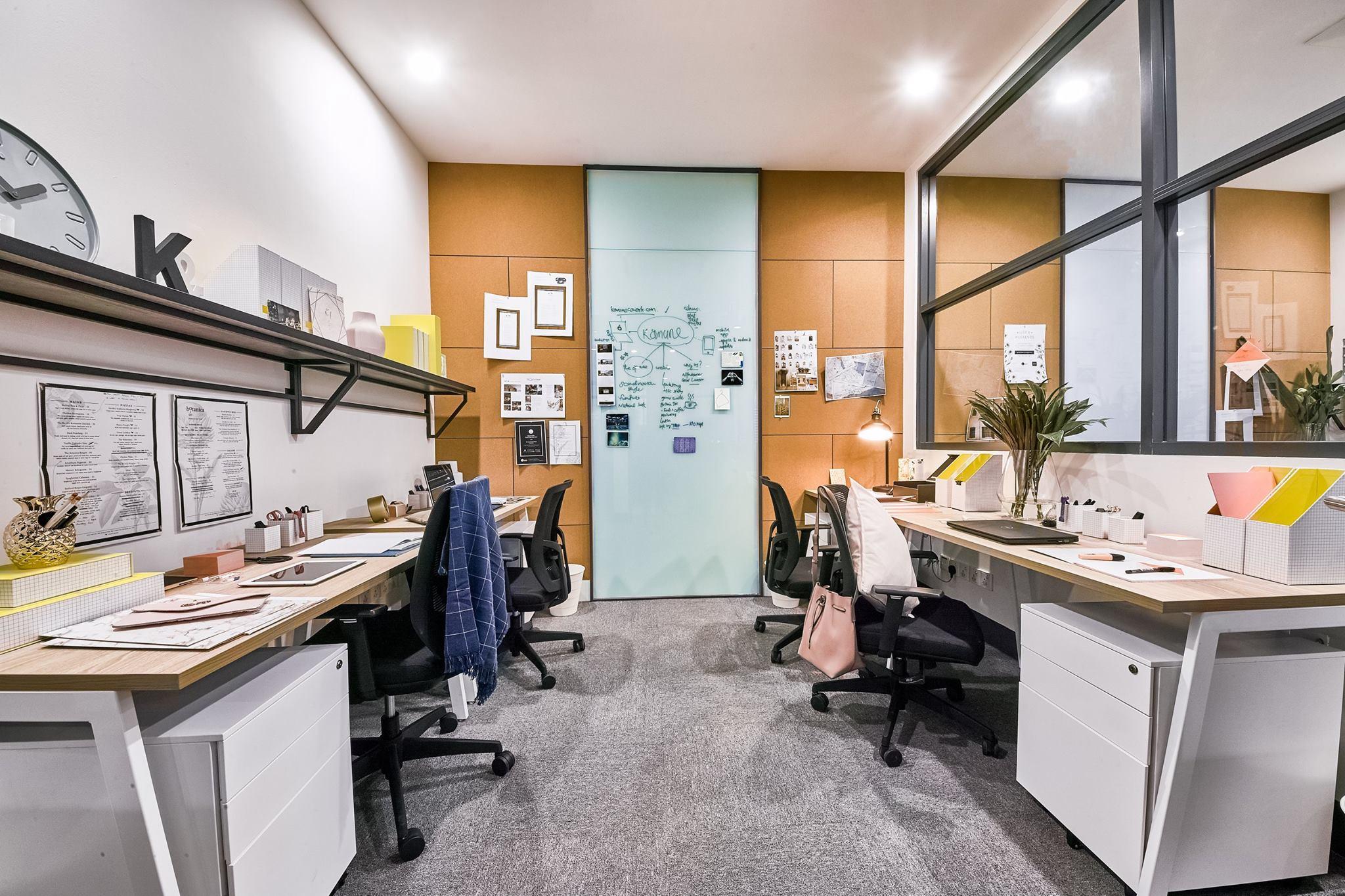 4-pax office.