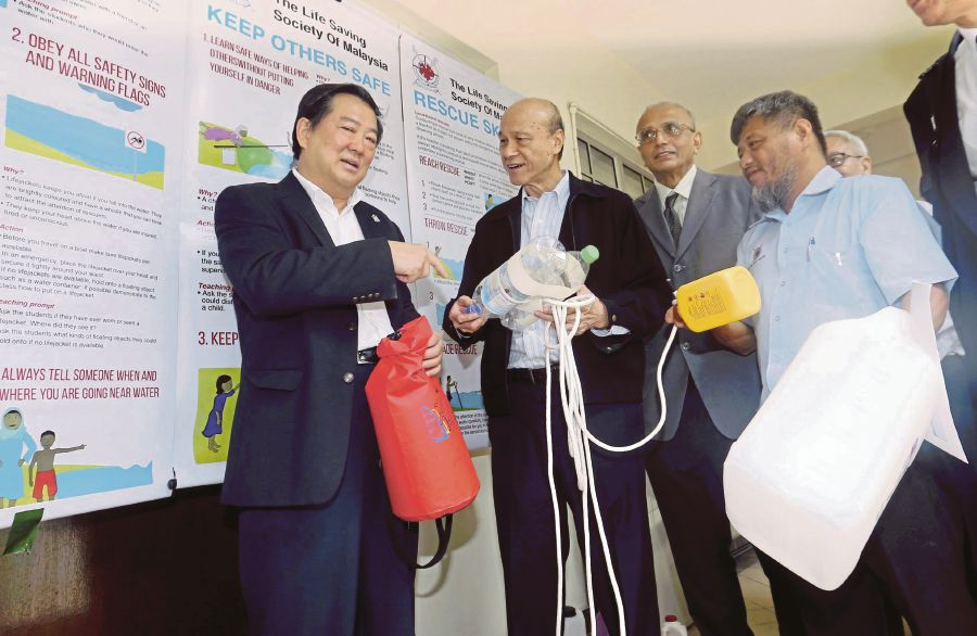 National Water Activity Safety Council (WASC) member Tan Sri Lee Lam Thye (second from left) at the Drowning Prevention Seminar in Penang yesterday, 11 October.