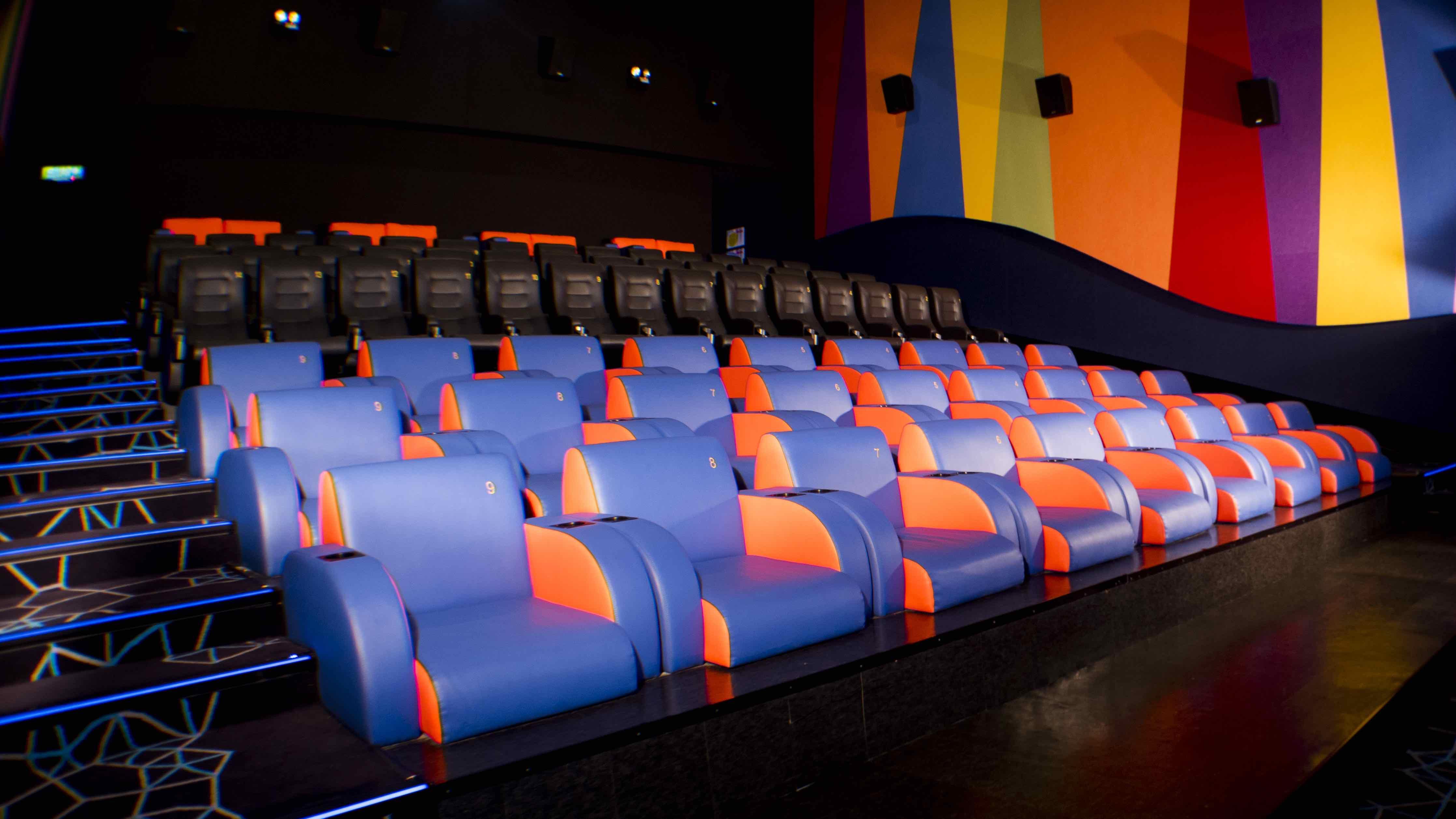 Mbo Cinemas Just Set Up The Largest Screen In The East Coast -> Fotos De Cinemas