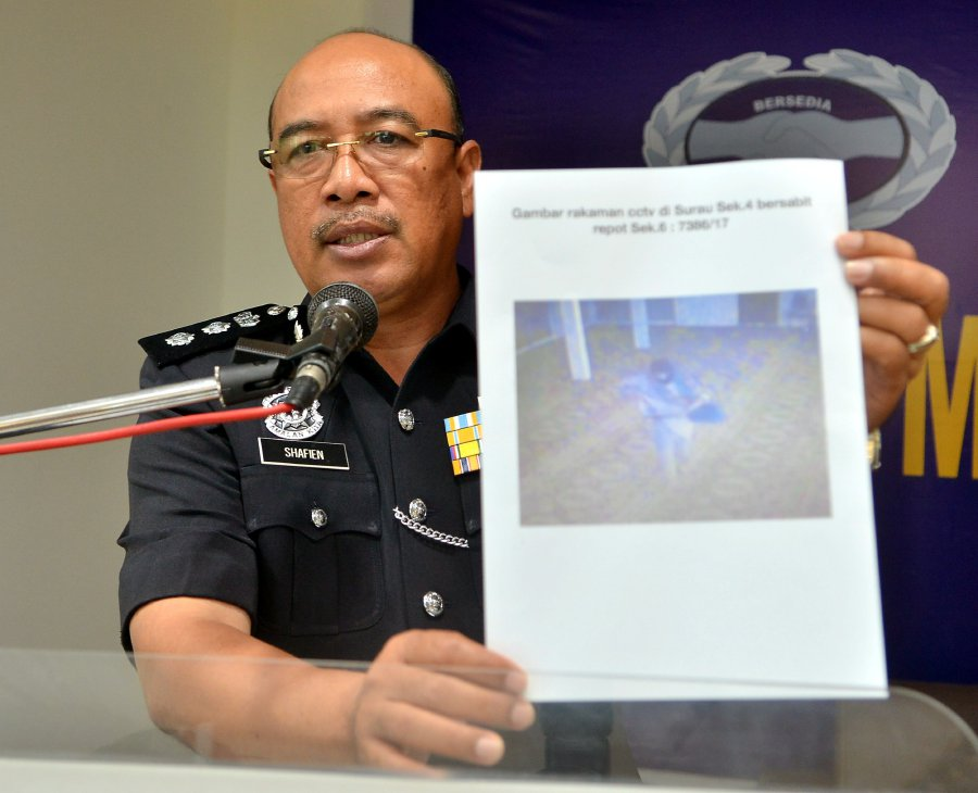 Shah Alam district police chief Assistant Commissioner Shafien Mamat shows a screenshot from the CCTV recordings that managed to capture the thief at a surau in Section 4.