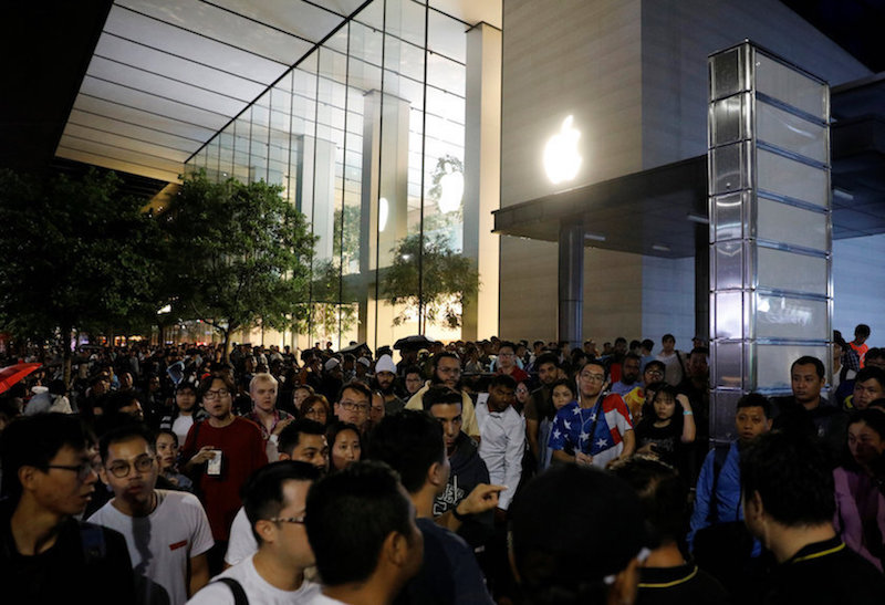 Long lines outside the Apple Store in Singapore last Friday.