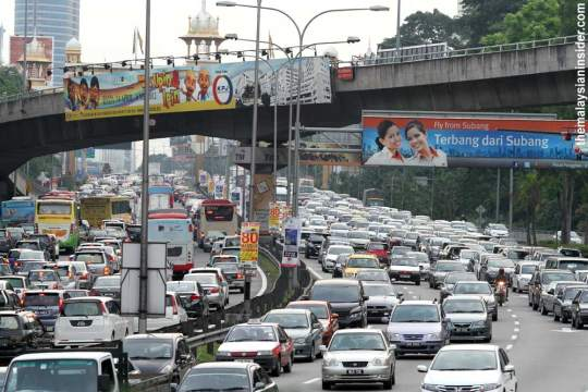 traffic jammed in malaysia The traffic light sometimes is easier to cause the traffic jam problem, if the designer don't make to many change to the both side of the road,such as the house and block building, what other.