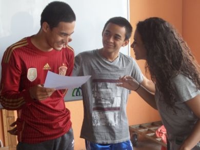 Shahmi during an English class at the Discover Muay Thai academy.