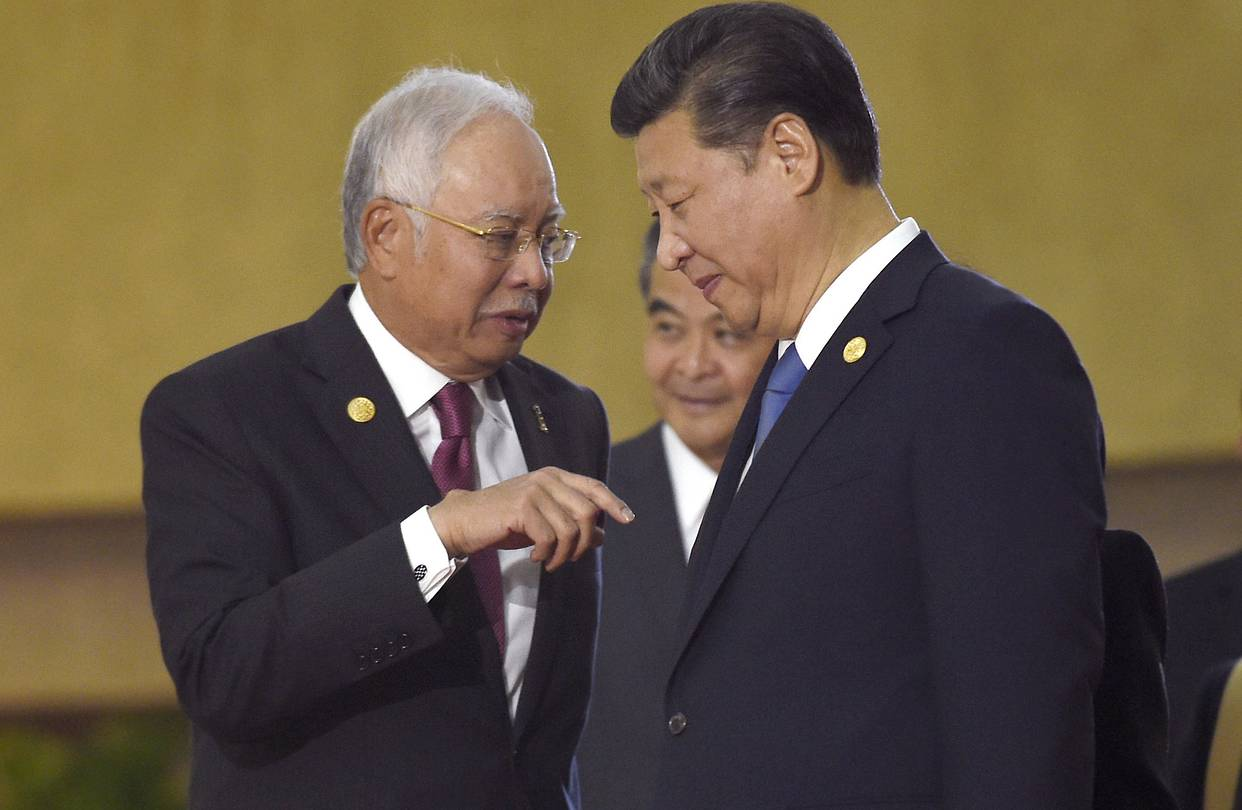 Prime Minister Najib Razak, left, and Chinese President Xi Jinping in Manila earlier this month.