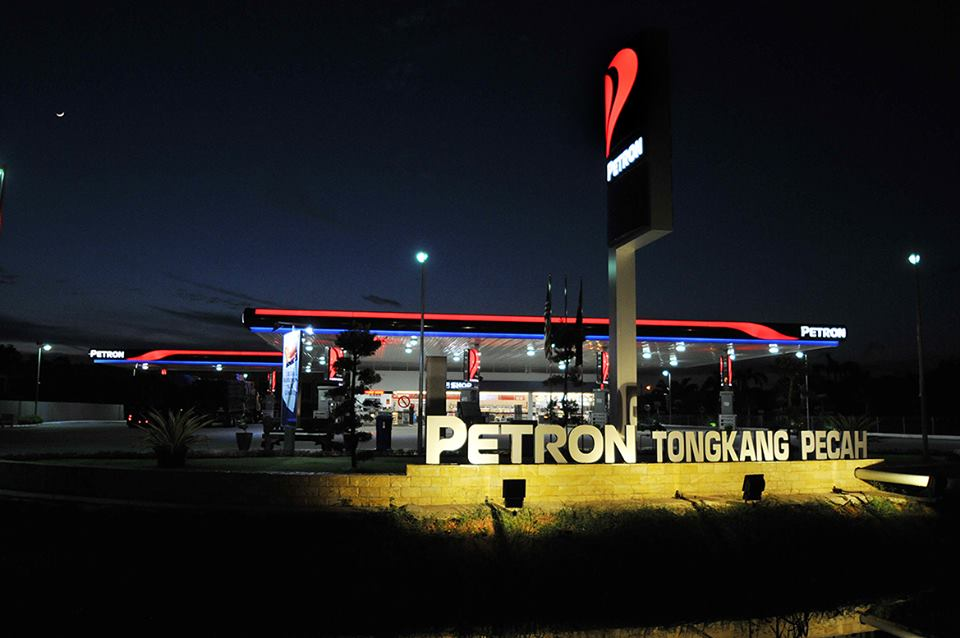 Image from Petron Tongkang Pecah/Facebook