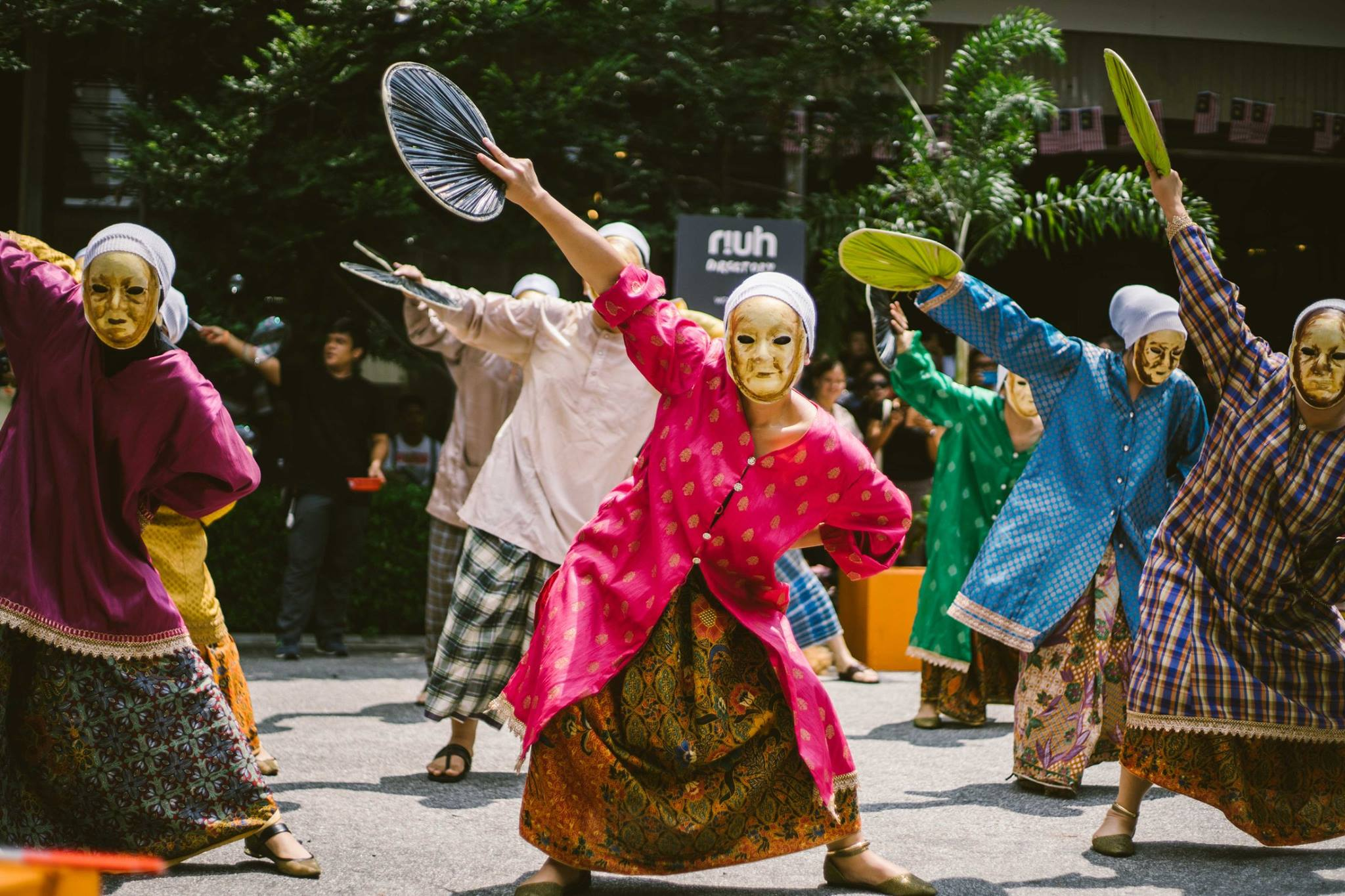 The sate dance performed by Anak Seni Asia Production