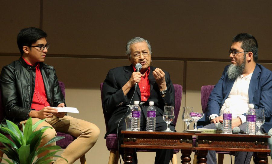Dr Mahathir speaking during his Vision 2020 Forum.
