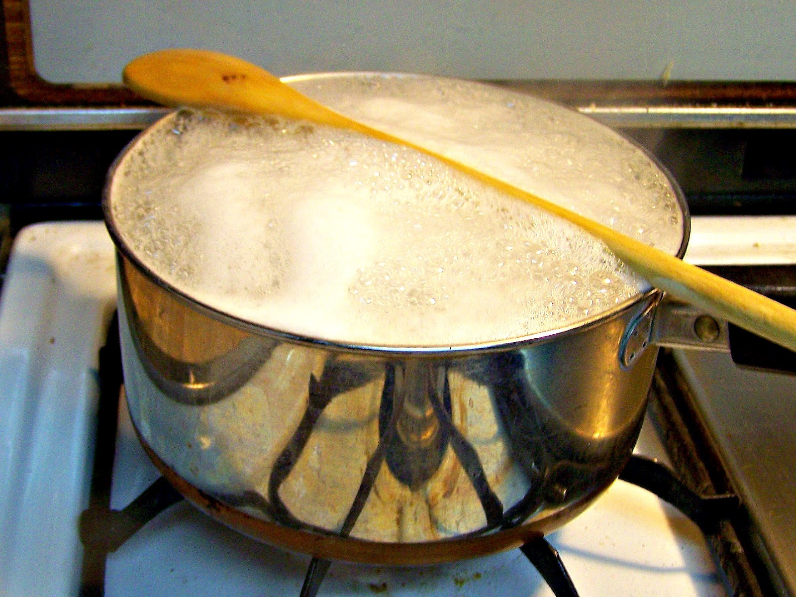 4. OH-AM-GEE it's about to overflow! No worries, put a wooden spoon over it